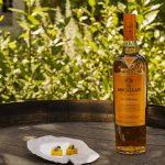 Hela sju noga utvalda fattyper, från fyra olika spanska bodegor, har fått bidra till att skapa denna mästerliga whisky. Spanien bär en viktig roll för karaktären då det inte bara är Roca-brödernas hem utan även den plats där tillverkningen och smaksättningen av faten sker. Tillverkarnas personligheter genomsyrar whiskyns profil och de fyra kännarna har själva handplockat sina fat från de fyra spanska bodegorna Vasyma, Diego Martin, Jose Miguel Martin och Tevasa. Specifik information om vem som valt vilket fat och hur de respektive bidrar till smaken, återfinns på förpackningen. De sju olika faten ger whiskyn en rik karaktär och ett otroligt djup som spelar i gommen. Faten från Tevasa (europeisk ek) definierar och bär smakerna i Edition No. 2 med karaktäristiska och smakrika toner av torkad frukt som tätt följs upp med noter av nyfälld ek och smörkola från Diego Martinfaten (amerikansk och europeisk ek). Värme, mognad, en touch av ingefära och kryddpeppar kommer från Jose Miguel Martin-faten (europeisk ek) och i finishen ger Vasyma-faten (amerikansk ek) fräscha toner av citrus och lätt vanilj.